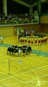 円陣や応援は自分たちで一生懸命考えているようです。 男子チームの円陣は県内でも変なことで有名だとか・・・